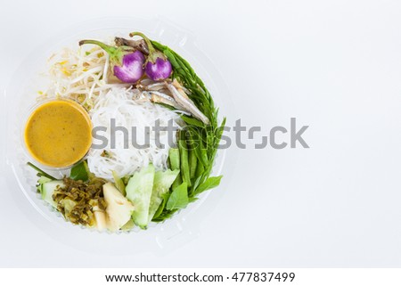 Rice vermicelli with curry and vegetable in plastic box packaging.