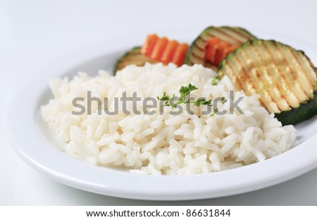 Rice with grilled zucchini and carrot