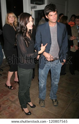 "Richard Cox and Courteney Cox at the NBC fall party for the hit drama ""Medium"". Stephen Cohen Gallery, Beverly Hills, CA. 10-26-06"