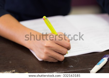right hand hold yellow pen