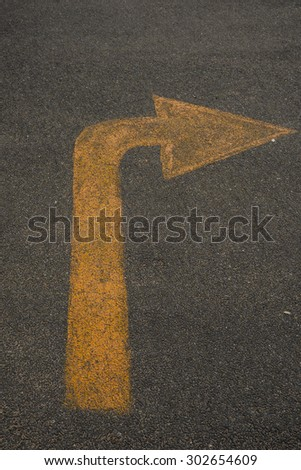 Right turn road marking