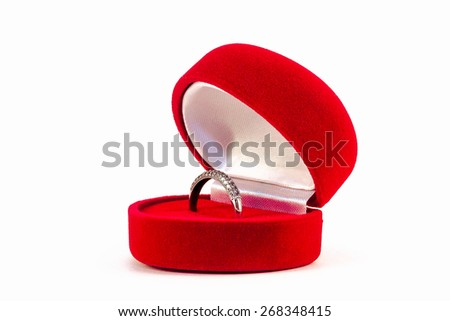 ring in white gold in a red box