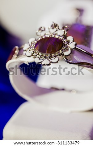 ring with pearl and diamond in gold and silver setting