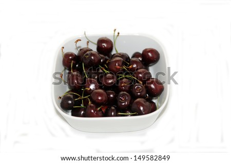 Ripe cherries in a white bowl