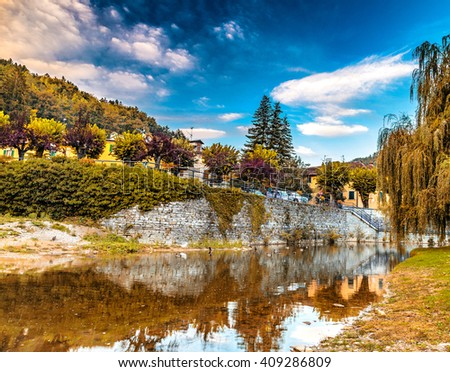 River runs thorugh medieval mountain village in Tuscany characterized by houses with walls of stones derived from the Renaissance - stock photo