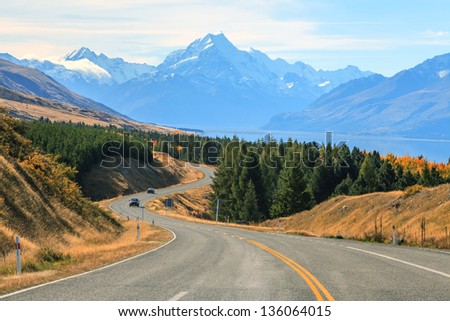 Road stretching out to Mountain Cook in New Zealand