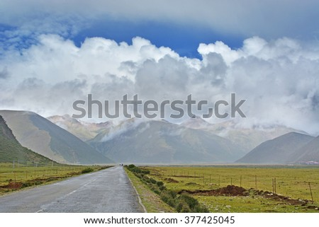 Road to Rohtang pass. India.