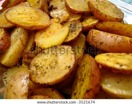 Roasted potatoes, bacon and herbs in the pan