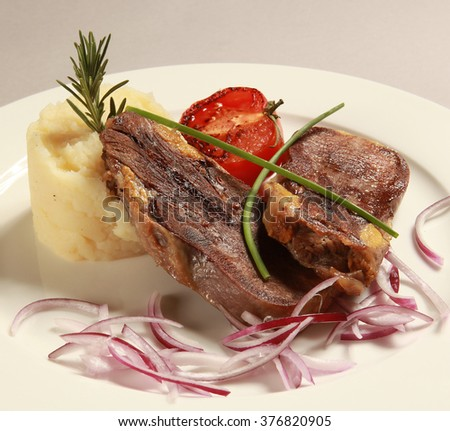 Roasted veal with mashed potatoes