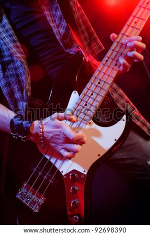 rock live, close up hands
