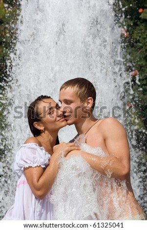 Romantic young happy couple in the fountain