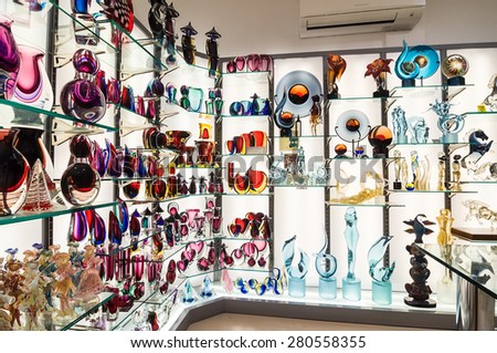 ROME - APRIL 17, 2013: Gift shop with products from the Venetian Murano glass. Rome, Italy - stock photo