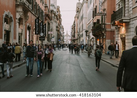 Rome italy april 21 2016 people stock photo edit now for Mac roma via del corso