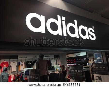 Roma Italia 24 de diciembre de 2016 24 diciembre Adidas Stock de de Ilustraciones Libres de Regalías ae6dee8 - sulfasalazisalaz.website