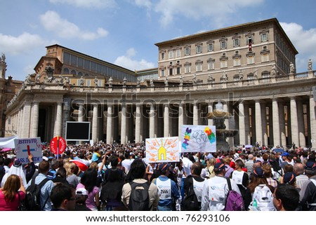 ROME - MAY 9: Crowds of pilgrims gather on May 9, 2010 at Saint Peter's Square in Vatican. Thousands of people are praying together with Pope Benedict XVI on famous Sunday Angelus. - stock photo