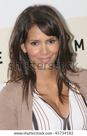 ROME - OCTOBER 26: Halle Berry attends a photocall for 'Things We Lost In The Fire'' during day 9 of the 2nd Rome Film Festival on October 26, 2007 in Rome, Italy. - stock photo