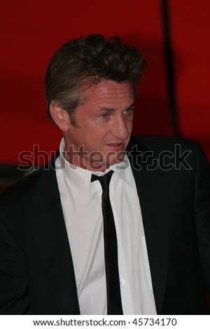ROME - OCTOBER 24: Sean Penn attends a premiere for 'Into The Wild' during day 7 of the 2nd Rome Film Festival on October 24, 2007 in Rome, Italy.