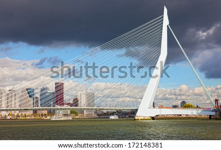 ROTTERDAM, NETHERLANDS - SEPTEMBER 28. Look Erasma Bridge to Rotterdam, Nideranda, September 28, 2012. Vantovy Bridge through the river Maas in the center of Rotterdam, the first from the sea.