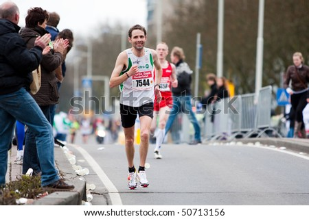 ROTTERDAM, THE NETHERLANDS - APRIL 11 : Annual Fortis Rotterdam Marathon. Runners on the city streets on April 11, 2010 in Rotterdam