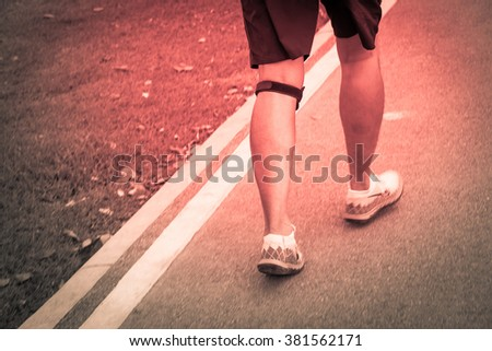 runner hold her sports injured knee outdoor