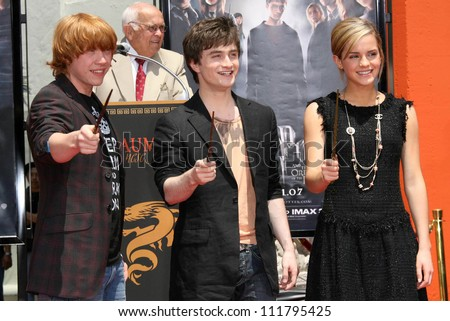 Emma Watson And Daniel Radcliffe Holding Hands The gallery for -->...