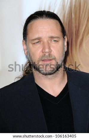 Russell Crowe   at the World Premiere of 'Revolutionary Road'. Mann Village Theater, Westwood, CA. 12-15-08