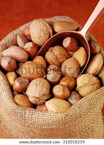 SACK OF MIXED NUTS