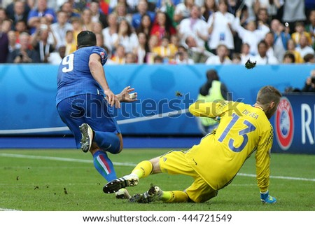 SAINT DENISE- FRANCE,JUNE 2016:Pelle score the gol and celebrates with Insigne  in football match of Euro 2016 in France between ITALY VS SPAIN at the Stade DE FRANCE on June 22, 2016 in SAINT DENISE