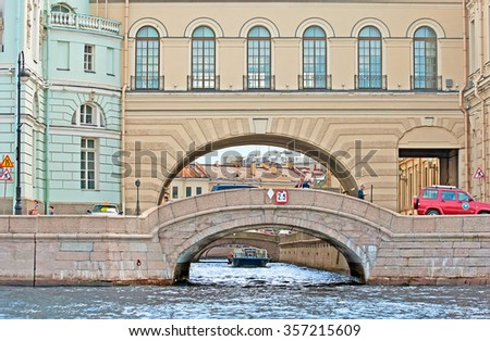 SAINT - PETERSBURG, RUSSIA - JULY 15, 2014: People on the Hermitage Bridge near the Neva River. On the background is tourist boat in the Winter Canal (Zimnyaya Kanavka)