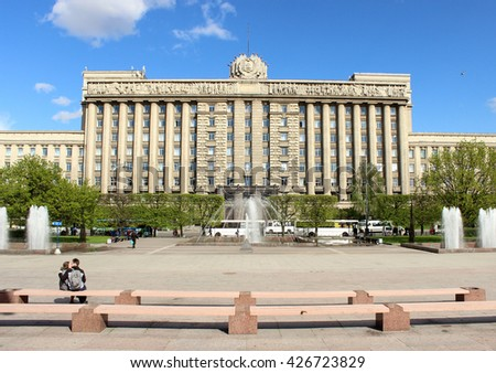 SAINT-PETERSBURG, RUSSIA - MAY 2016. Monument to Lenin on the background of the House of Soviets at Moscow Square in summer sunny evening - stock photo