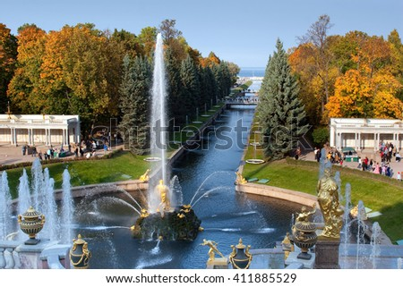 Saint-Petersburg, RUSSIA - Oct 01 2005: Samson fountain, Petrodvorets, Peterhof, Saint-Petersburg, Russia
