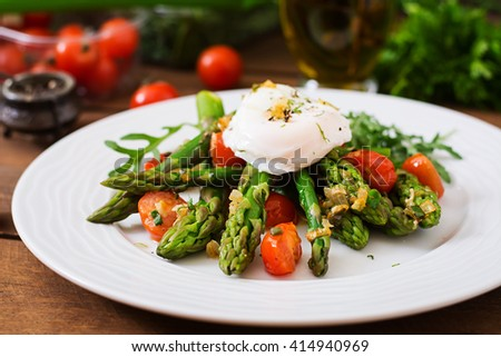 Salad of asparagus, tomatoes and poached egg - stock photo