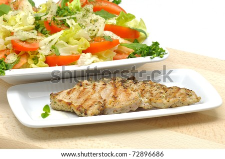 salad with grilled turkey and cream garlic sauce