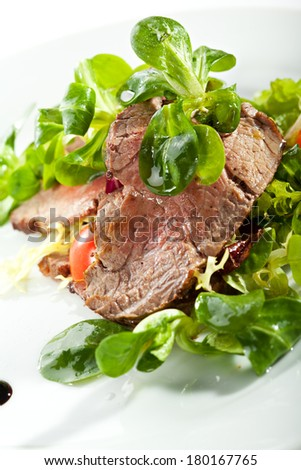 Salad with Sliced Beef and Cherry Tomato
