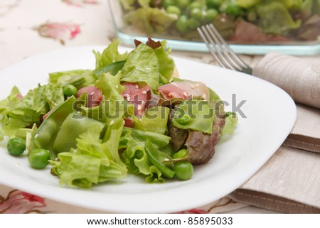 Salad with sweet pea and bacon