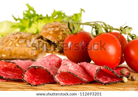 Salami sandwich ingredients: salami slices, tomatoes, bread, salad ...