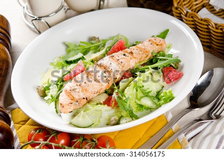 Salmon grilled with mixed salad of fresh fruits and vegetables