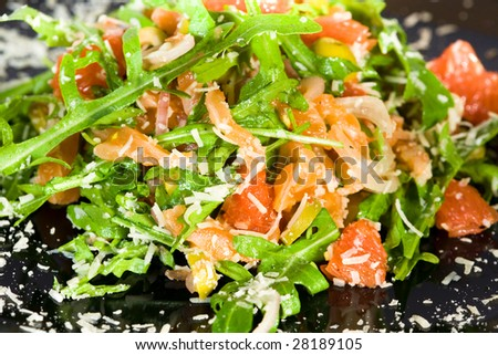 Salmon salad with ruccola