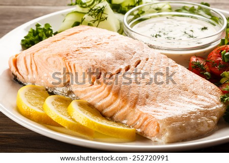 Salmon steak and vegetables