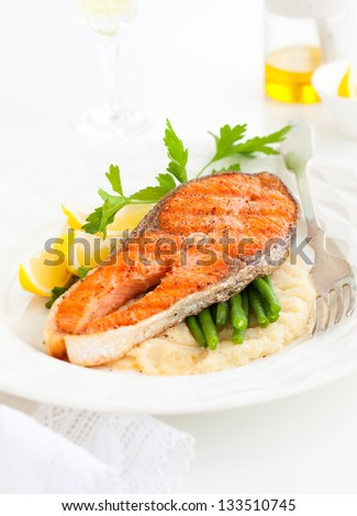 Salmon with celeriac puree and green bean