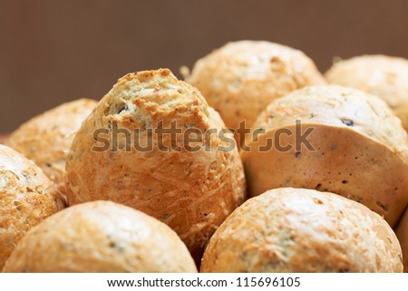 Salt muffins with olives and yellow cheese