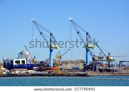 container ship anchor sunny day stock photo 468695726 shutterstock. Black Bedroom Furniture Sets. Home Design Ideas