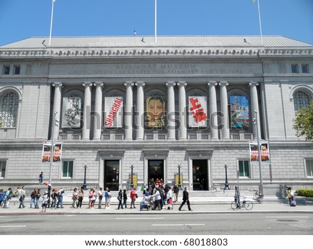 SAN FRANCISCO, CA - JULY 17: Long line on free Museum day to the Asian Art Museum July 17, 2010 San Francisco, CA. - stock photo
