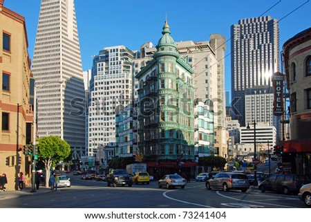 SAN FRANCISCO - CIRCA JUNE 2009: Transamerica bank building circa June 2009 in San Francisco, USA. The building was built on a special base platform that allows it to reduce shaking from earthquakes. - stock photo