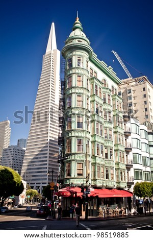 SAN FRANCISCO - JULY 21: Transamerica bank building on July 21, 2011 in San Francisco, USA. The building was built on a special base platform that allows it to reduce shaking from earthquakes. - stock photo