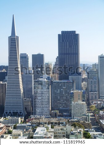 SAN FRANCISCO - OCTOBER 01: Transamerica bank building on October 01, 2011 in San Francisco, USA. The building was built on a special base platform that allows it to reduce shaking from earthquakes. - stock photo