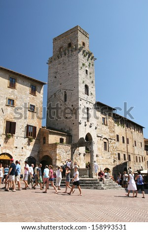 SAN GIMIGNANO, ITALY - AUGUST 16 : Famous town in Tuscany with many medieval high towers, Unesco World Heritage site in Tuscany, August 16 2013 in San Gimignano, Italy