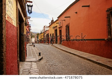 SAN MIGUEL de ALLENDE, MEXICO - February 17 2008: Street in San Miguel de Allendein San Miguel de Allende, Mexico. This town has well-preserved historic center with buildings from the 17th and 18th.