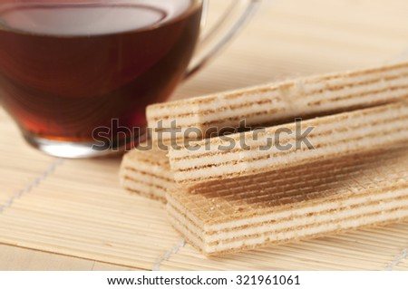 Sandwiched wafers with cream filling