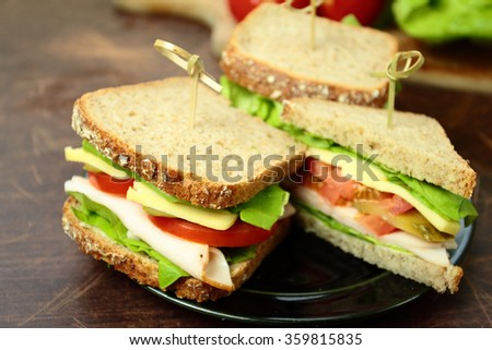 Sandwiches with brown bread with ham cheese and fresh vegetables